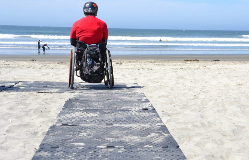 4 Benefits Of A Portable Beach Mat